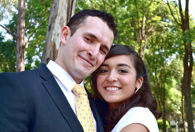 Novios después de ceremonia civil. Fotografía de bodas Top Time.
