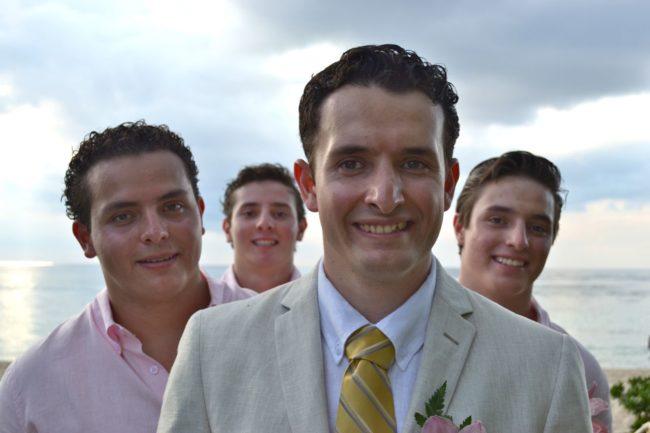 Los cuatro hermanos formados en cuatro planos