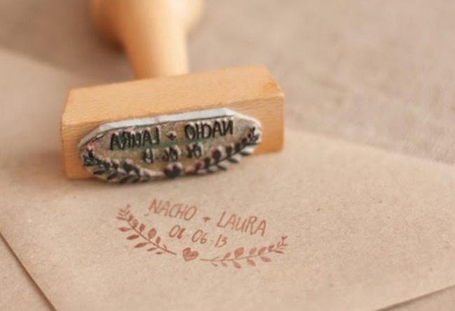 Invitacion de bodas con sello de cera en sobre