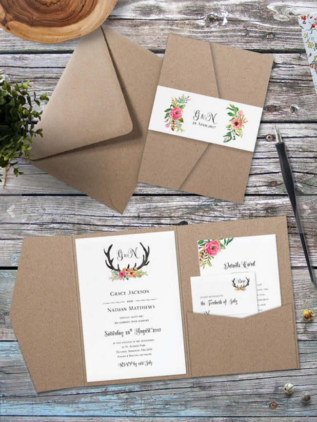 Invitaciones de boda con papel tipo craft y papel blanco. Uso de ilustraciones coloridas en invitación y boletos.